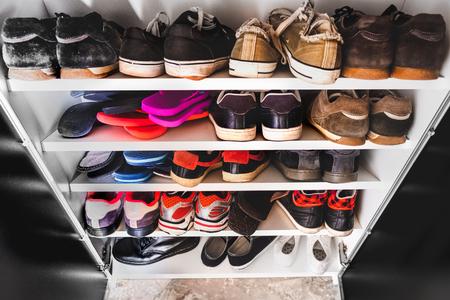 Foto de shoe rack man sneakers - Imagen libre de derechos