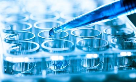 Foto de microbiological pipette in the genetic laboratory - Imagen libre de derechos