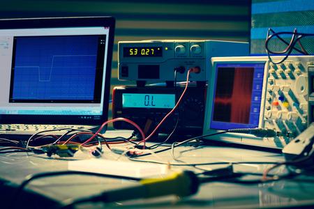 Foto de electronic measuring instruments in hitech computer laboratory - Imagen libre de derechos