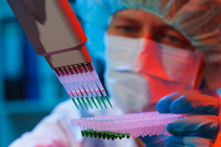Photo pour woman assistant in laboratory with multi pipette in the clinic, the research of cancer stem cells - image libre de droit