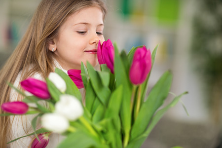 Photo pour girl with bouquet of spring flowers, enjoy the smell of tulips - image libre de droit