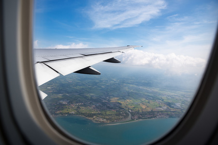 Photo pour Earth, ocean and plane wing view from plane window - image libre de droit