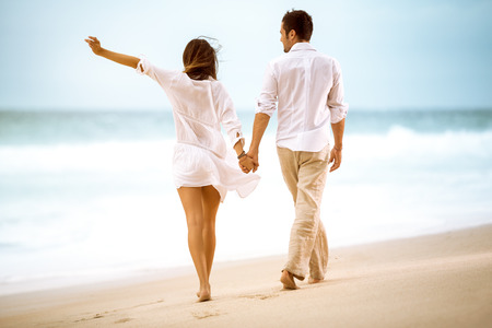 Photo pour Happy couple on beach, attractive people walking - image libre de droit