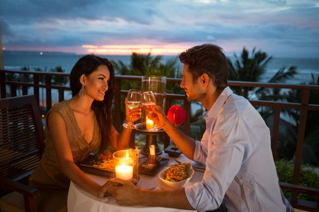 Foto de young couple enjoying a romantic dinner by candlelight, outdoor - Imagen libre de derechos