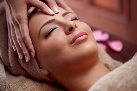 Photo pour woman enjoy in face massage in spa salon - image libre de droit