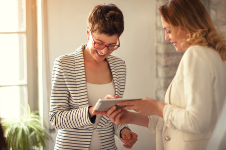 Foto de business contract for sign - digital signature on tablet - Imagen libre de derechos