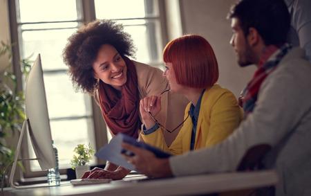 Photo pour smiling business women working in office - image libre de droit