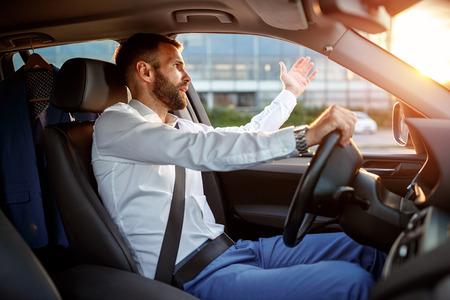 Photo pour traffic jam - angry stressed businessman driving car - image libre de droit