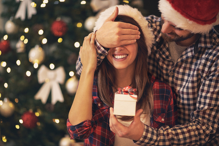 Foto de Young couple have Christmas surprise for holiday - Imagen libre de derechos