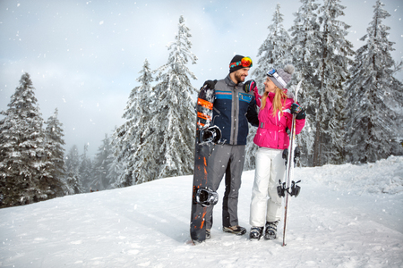 Photo pour Couple in love together on skiing for winter holiday - image libre de droit