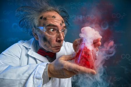 Foto de wacky scientist with explosive experiment, funny chemist - Imagen libre de derechos