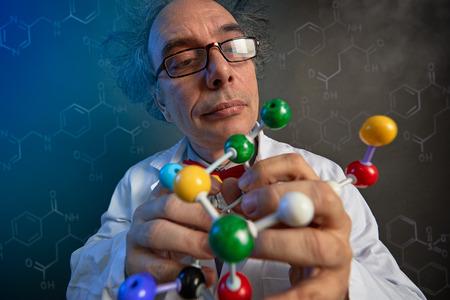 Foto de university scientist examining the building blocks of model molecules, fun look  - Imagen libre de derechos