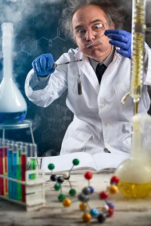 Foto de chemist doing chemical experiment on genetically modified food - Imagen libre de derechos
