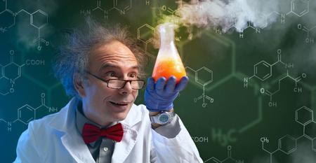 Foto de crazy chemist discovering a cure - Imagen libre de derechos