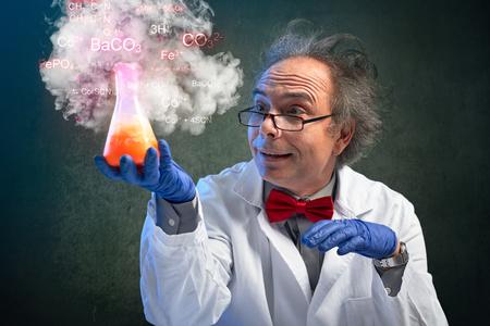 Foto de Crazy chemistry professor carried experiment with a dangerous chemicals - Imagen libre de derechos