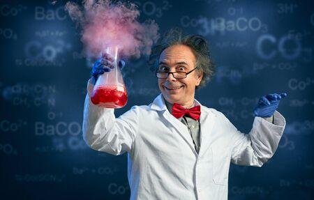 Foto de Happy chemist holding test tube with his successful experiment - Imagen libre de derechos