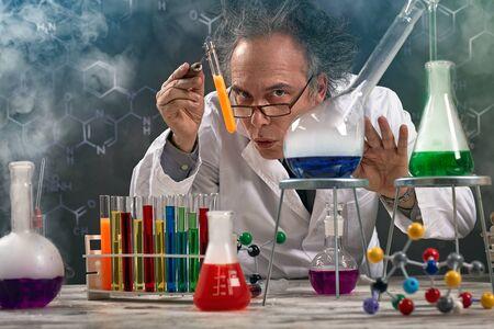 Foto de Wacky professor of chemistry experiment performed laboratory with lot of smoke - Imagen libre de derechos