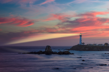 Foto per Beam lighthouse at sunset, Pigeon Point Lighthouse, Pacific coast, California - Immagine Royalty Free