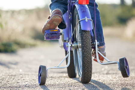 Photo pour Kids bike with training wheels closeup - image libre de droit