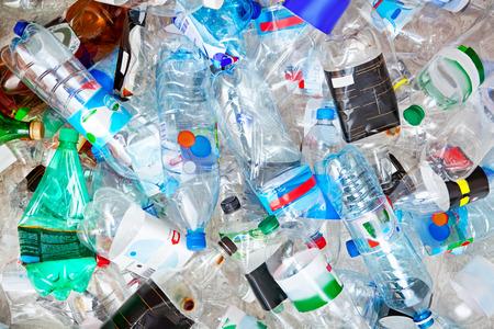 Foto de Big pile of empty plastic bottles. - Imagen libre de derechos