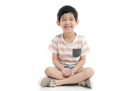 Photo pour Cute Asian child sitting on white background isolated - image libre de droit