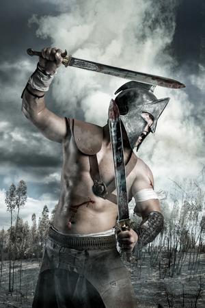 Foto de Gladiator in a battle site in the mountains - Imagen libre de derechos