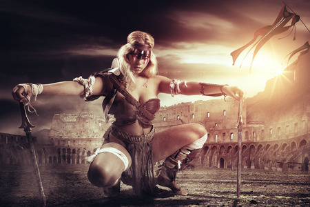 Foto de Ancient woman warrior or Gladiator in the arena with swords - Imagen libre de derechos