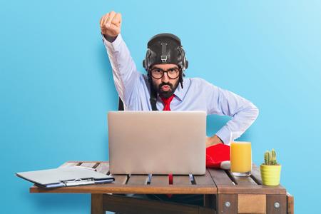 Foto de Businessman in his office with pilot hat - Imagen libre de derechos