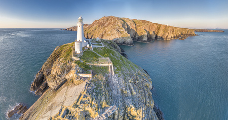 Photo pour Aerial view of the beautiful cliffs close to the historic South Stack lighthouse on Anglesey - Wales, United Kingdom - image libre de droit