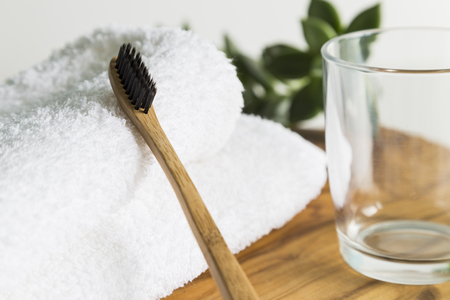Photo pour Bamboo toothbrush with towel and glass - image libre de droit