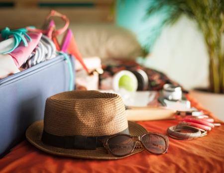 Foto de Woman's bedroom full of things ready to be taken on summer holiday. - Imagen libre de derechos
