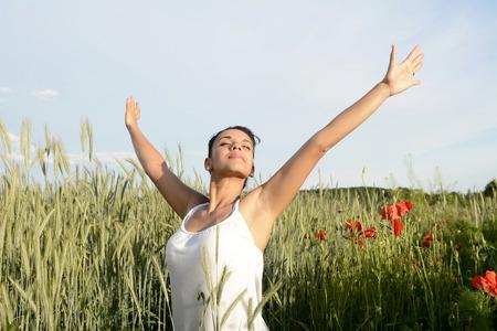 Photo pour smiling young woman feeling free  - image libre de droit