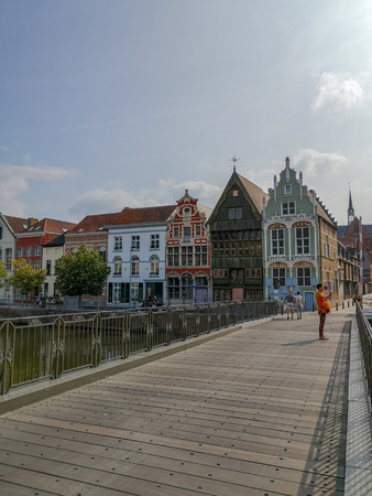Photo pour Historical houses at the Haverwerf in the city center of Mechelen, Belgium. The haverwerf was used for trading oats. - image libre de droit