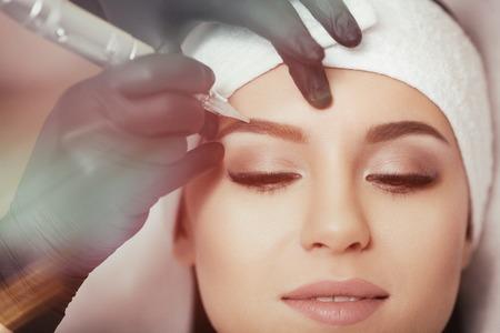 Foto de Permanent makeup. Tattooing of eyebrows - Imagen libre de derechos