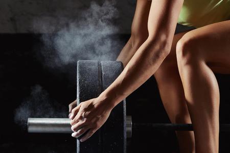 Foto de Female crossfit athlete exercising. Hands and legs closeup - Imagen libre de derechos