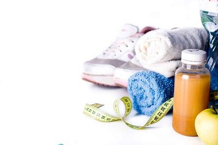 Photo pour Fresh fruit juice and fitness accessories. Healthy lifestyle concept - image libre de droit
