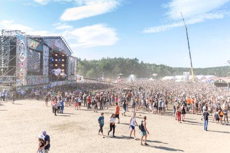 Foto de Kostrzyn nad Odra, Poland - August 1, 2015: Main stage of the 21th Woodstock Festival Poland (Przystanek Woodstock), one of the biggest ticket free rock music festivals in Europe. - Imagen libre de derechos