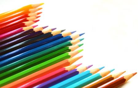 Photo pour Multicolor bright color pencils diagonal wave on white background - image libre de droit