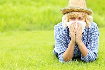 Foto de A picture of a woman with tissue allergic to grass - Imagen libre de derechos
