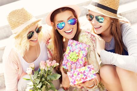 Photo pour A picture of a group of friends making a surprise birthday present - image libre de droit