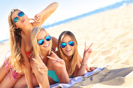 Photo pour A picture of a group of women having fun on the beach - image libre de droit