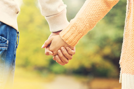 Photo pour A picture of a couple holding hands in the park - image libre de droit