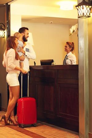 Foto de Picture of family checking in hotel - Imagen libre de derechos