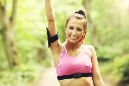 Photo pour Woman jogging in the forest - image libre de droit