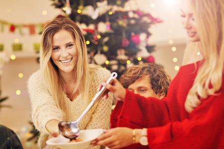 Foto de Group of family and friends celebrating Christmas dinner - Imagen libre de derechos