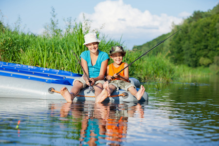 Foto de Kids fishing at the river - Imagen libre de derechos