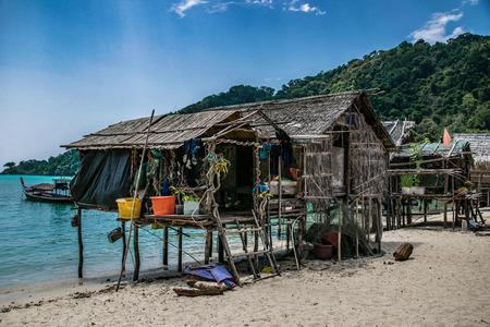 Photo pour the Moken Sea Village, Surin Islands, Pang Nga, Thailand - image libre de droit