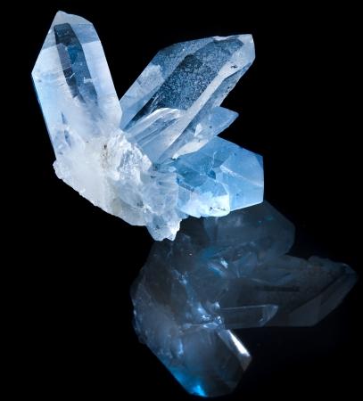 Photo pour Lovely terminated white rock crystal against black background - image libre de droit