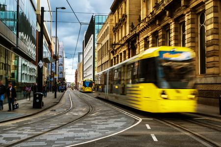 Photo pour Light rail yellow tram in the city center of Manchester, UK - image libre de droit