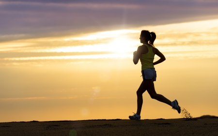 Photo pour Woman running alone on beautiful sunset in the beach  Summer sport and freedom concept  Athlete training  on dusk  - image libre de droit